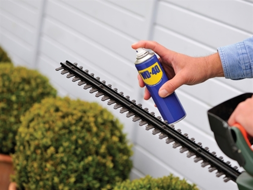 Lubricate Hedge Trimmer Blades With WD-40