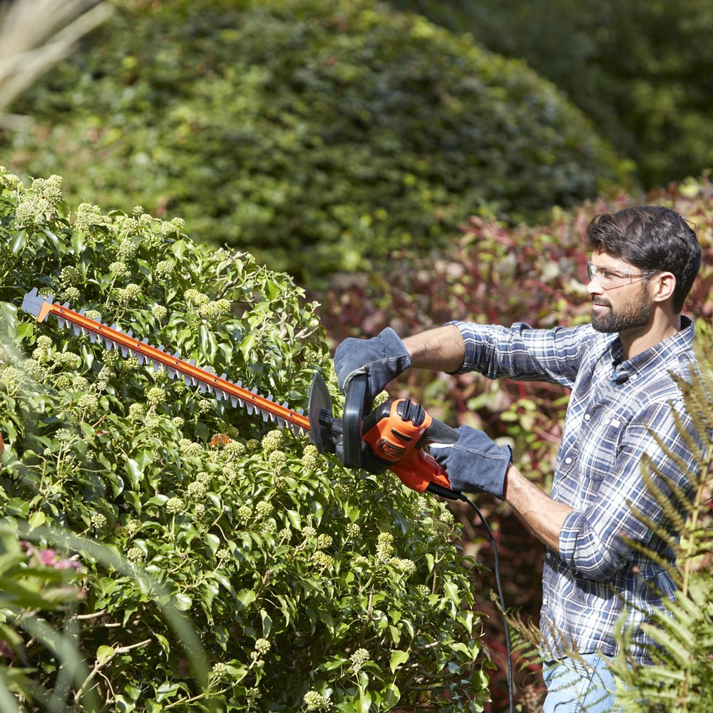 Black & Decker BEHTS501-GB Electric Hedge Trimmer in Action