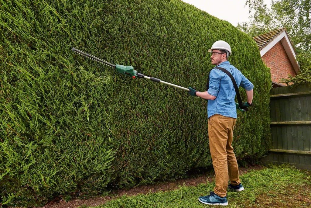 Bosch UniversalHedgePole 18 - Best Hedge Trimmer Reviews UK