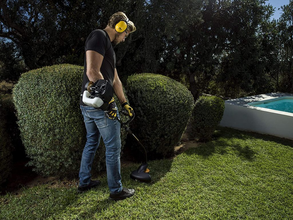 Grass cutting around bushes with Mcculloch TrimMac