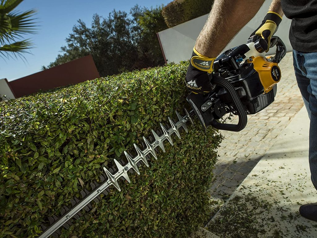 Vertical Cutting with HT 5622 Petrol Hedge Cutter