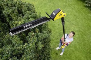 Trimming & Cutting High Hedges with Karcher PHG 18-45 hedge trimmer